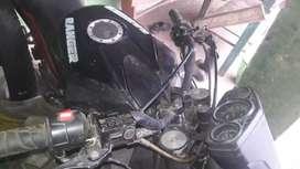 Vendo moto Ranger 200 enllantado motor repara solo para campo solo llamada .