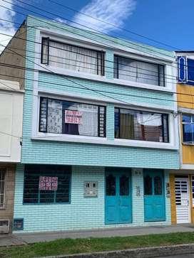 Venta de casa, con 10 aparta-estudios y 1 local comercial nuevos.
