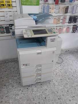 Fotocopiadora multifuncional ricoh