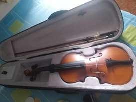 Se vende violín en muy buen estado 4/4