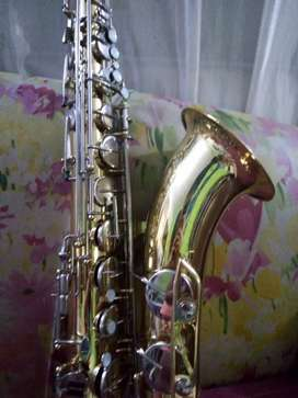 Se vende Saxofón Tenor yamaha yts 21