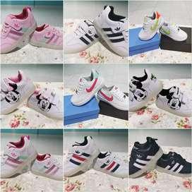 Zapatillas para damas, caballeros y niños