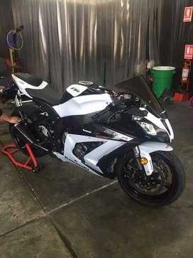 Titular Vendo Kawasaki zx10 como nueva, 2900 km