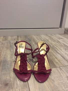 Sandalias color cereza marca fiosi $35.000