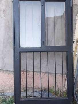 Puerta de chapa reforzada