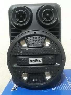 Parlante Bluetooth en venta, con control y micrófono