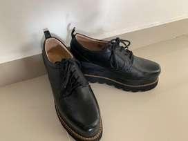 Zapatos negros, talla 37