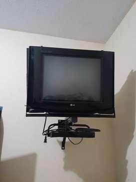 """REMATO Televisor 21"""" de regalo el rack"""