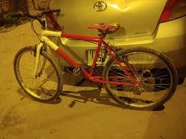 Bicicleta montañera en buen estado llantas nuevas frenos preciso seminueva todo ok
