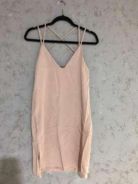 Hermoso vestido palo de rosa femenino y fresco