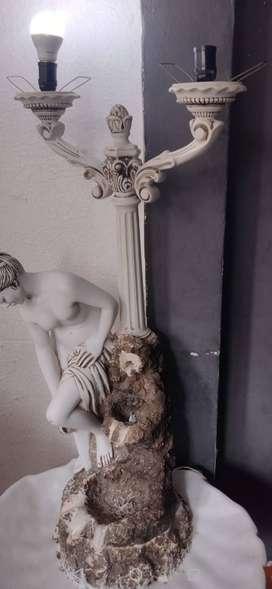 Fuente y lámpara de mármol