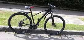 Vendo o cambio  bicicleta optimus tucana rin 29  de 9v en aluminio  bloqueo de hombro