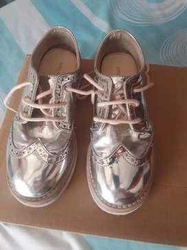 Zapatos de nena Zara