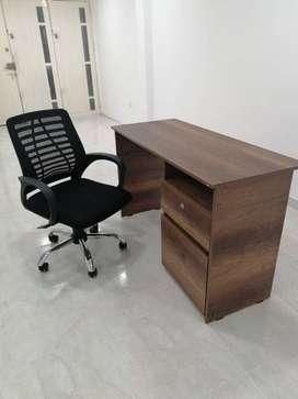 Escritorio de madera y Silla ajustable