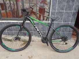 Bicicleta todoterreno con fleno disco adelante y atrás color negro con verde marca GW está en muy buen estado negosiable