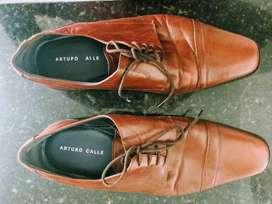 Zapatos Arturo Calle en cuero color cafe talla 40