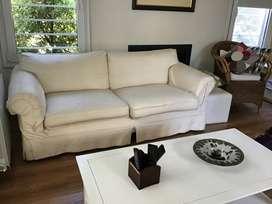 Sofá de dos cuerpos grandes . Mide 1;80 más