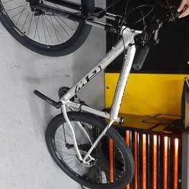 Se vende  bicicleta Gw Hyena de 9v frenos hidráulicos