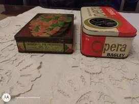 Cajas muy antiguas de lata