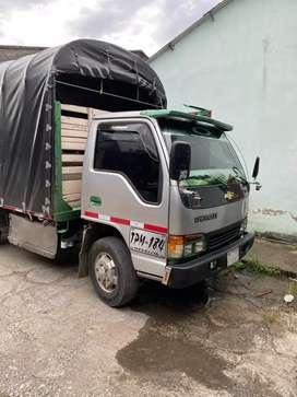Se ofrecen camionetas tipo estacas o turbo para acarreos seriedad y cumplimiento