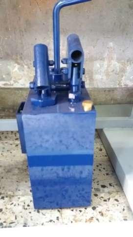 Bomba manual para prensas hidráulicas.