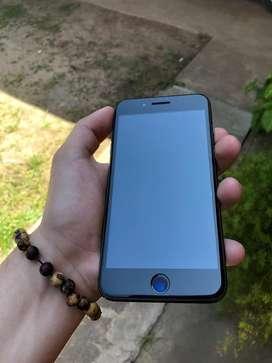 Vendo o permuto IPhone 8 Plus de 64gb con 3 fundas y sus accesorios menos caja y auriculares. Con funda 6d