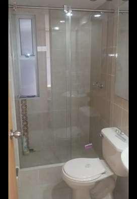 Hago instalaciones en vidrio, vidrio espejo, aluminio y divisiones de baño a muy buen precio.