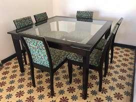 Vendo mesa cuadrada mader y vidrio + 6 sillas
