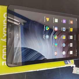 Tablet Samsung Galaxy Tab E - 9.6 usada