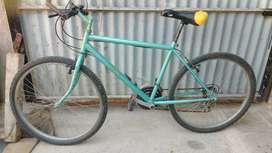 Bicicleta todo terreno hecha a nueva