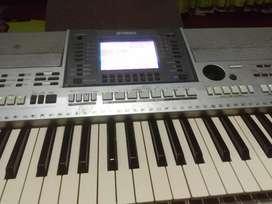 VENDO BARATO PIANO YAMAHA PSR S 700 EN BUEM ESTADO $2.500.000