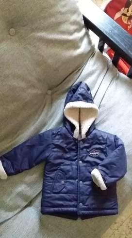 Campera de abrigo con corderito marca minimimo en excelente estado