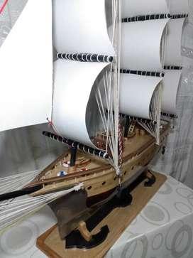 Barco velero a escala
