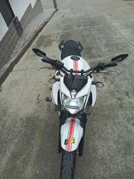 Se vende Yamaha xj6n