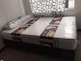 Colchón resortado y base cama dividida + obsequio, dos almohadas
