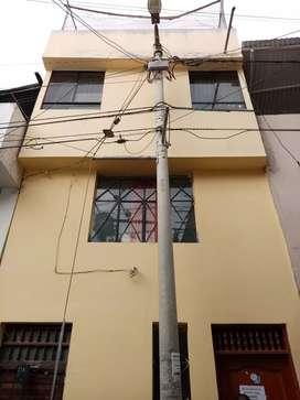 Se vende casa de 3 pisos en Unión y Ucayaly barrio San Pedro Cajamarca - Perú.