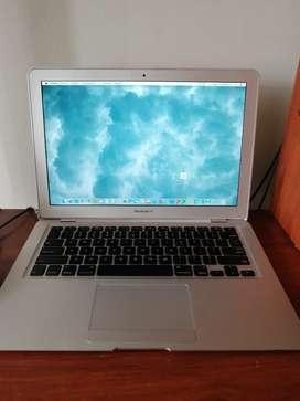 Se vende portátil marca Apple en excelente estado