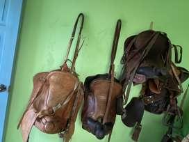 4 monturas de caballo