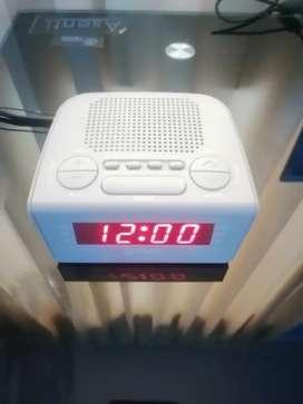 Reloj despertador FM