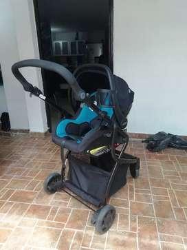 Hermoso coche Urbini y silla para carro