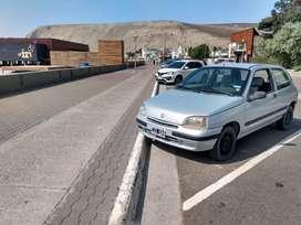 Renault Clio modelo 1999 NAFTA . Color gris con 229500 kilómetros reales. Motor hecho nuevo
