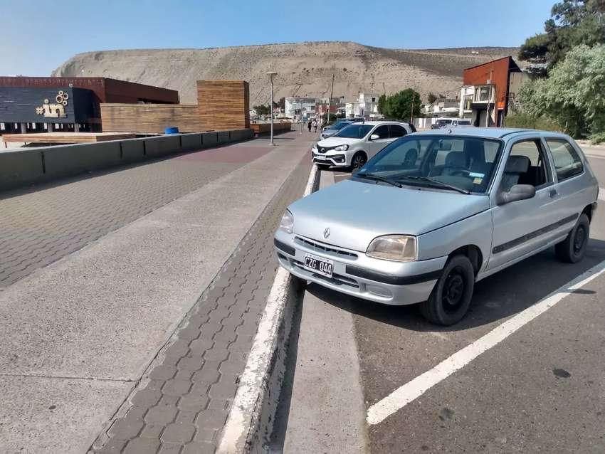 Renault Clio modelo 1999 NAFTA . Color gris con 229500 kilómetros reales. Motor hecho nuevo 0