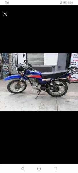Vendo moto honda de 2 gun 2800 negociable vendo con soat hasta setiembre del 2021