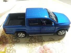 Venta de Amarok 1:30 camioneta Rojo Azul Blanco