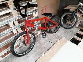 Bicicleta con papeles