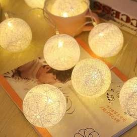 Instalación Navideña En Forma de Bolas de Hilo Luz LED