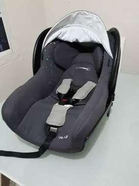 Silla de carro para bebé.
