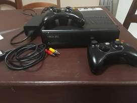 Consola Xbox 360 con 2 Joysticks