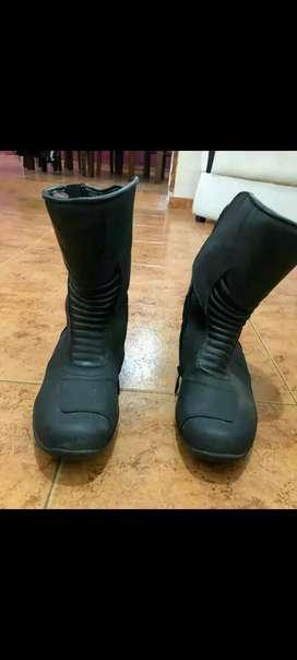 Vendo botas y pantalón