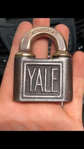 Antoguo candado Yale